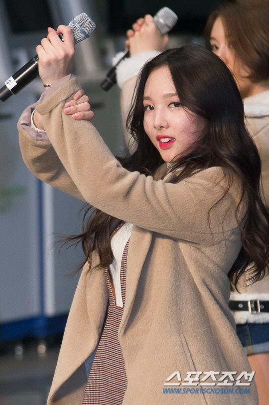 「JYP所属歌手と共に」に出演したTWICEナヨン